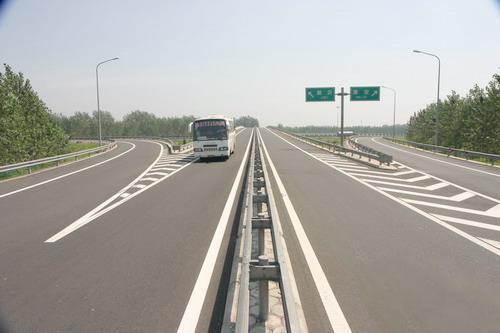 据了解,g98环岛高速西线段澄迈白莲立交至儋州